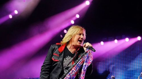 541FC025-def-leppard-frontman-joe-elliott-talks-down-n-outz-with-wisconsins-105-7-wapl-image