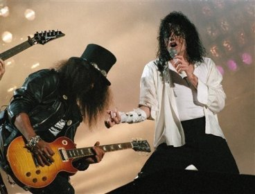 Performing-Black-or-White-with-the-rock-legend-Slash-1804-10179636-512-390.jpg